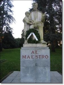 Estatua dedicada al Maestro
